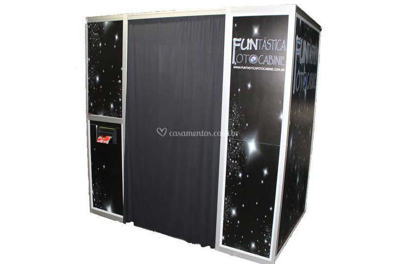 Cabine com cortinas pretas