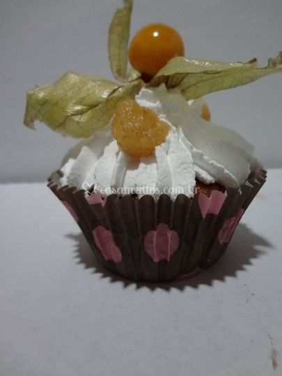 Cupcake de abacaxi com coco