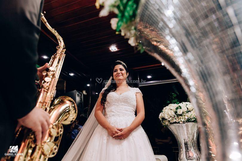 Saxofone tocando para a noiva