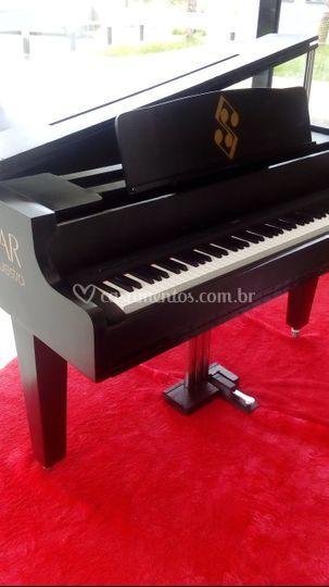 + piano (cênico)