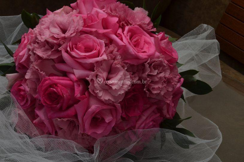 Buquê de rosas e lisianthus