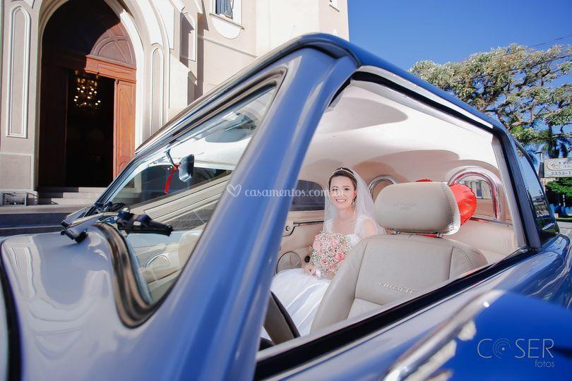 Noiva no carro, igreja, carro,