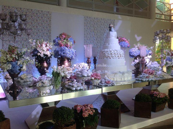 Mesa de bolo de espelho