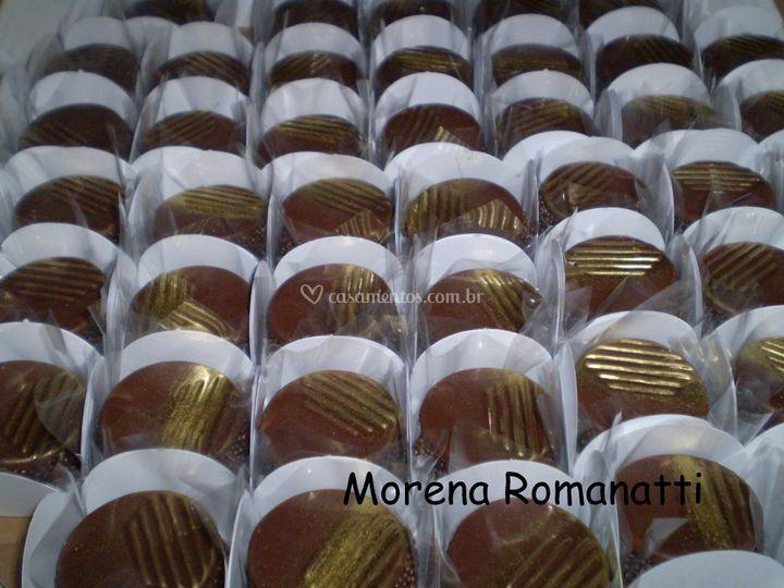 Moedas de chocolate com brigadeiro