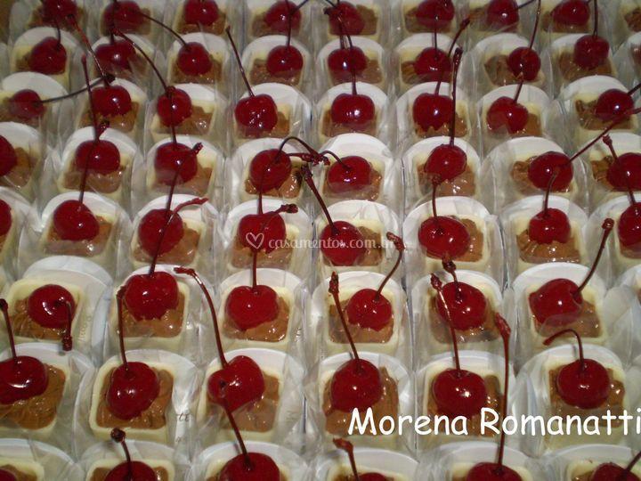 Caixinha de mousse com cereja