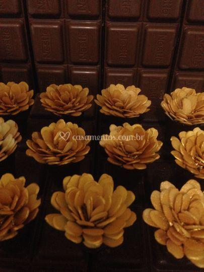 Rosas de amêndoas douradas