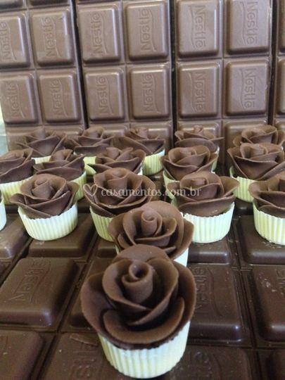Rosas de chocolate ao leite