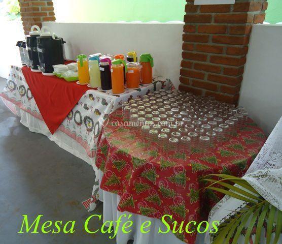 Mesa cafés e suco