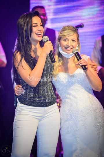 Noiva canta com Biahh