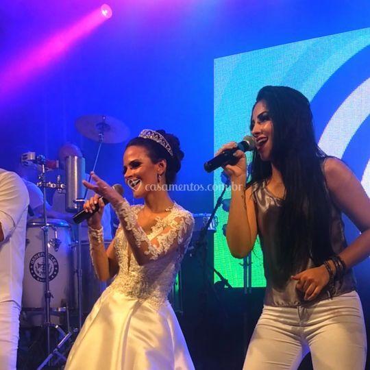 Ana Camila com Biahh cantora