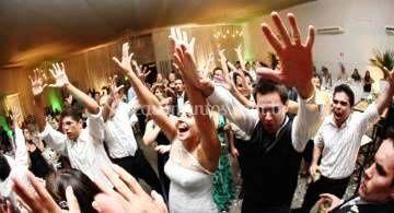 Animação noivos e convidados