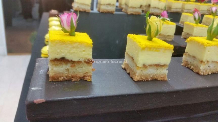 Mini bolo de maracujá