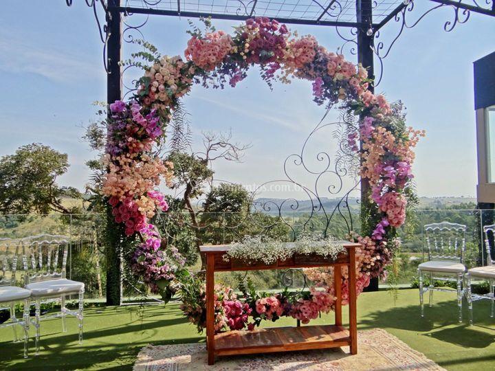 Arco de flores para cerimônia