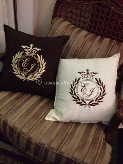 Almofadas decorativas bordadas