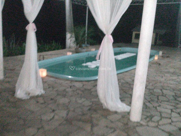 Nome dos noivos na piscina