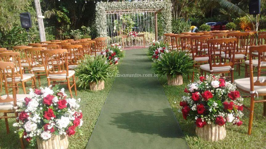 Altar na pérgula via flores