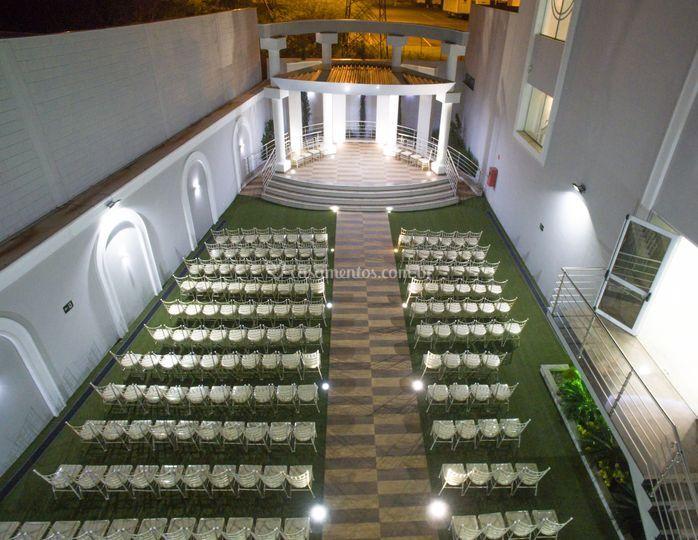 Altar e cadeiras para cerimôni