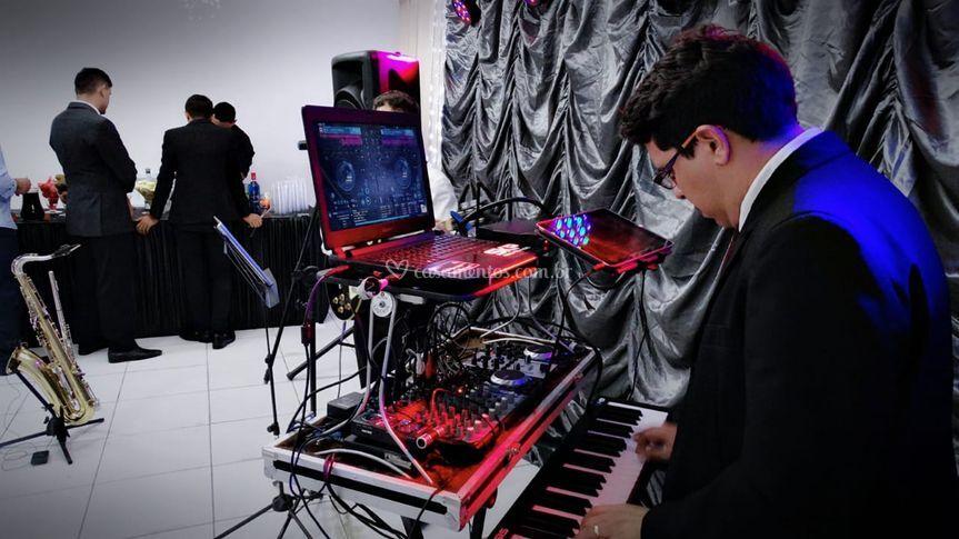 DJ e teclado