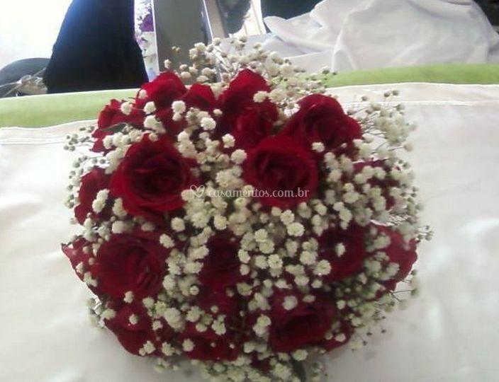 Buquê de noiva de rosas vermelhas