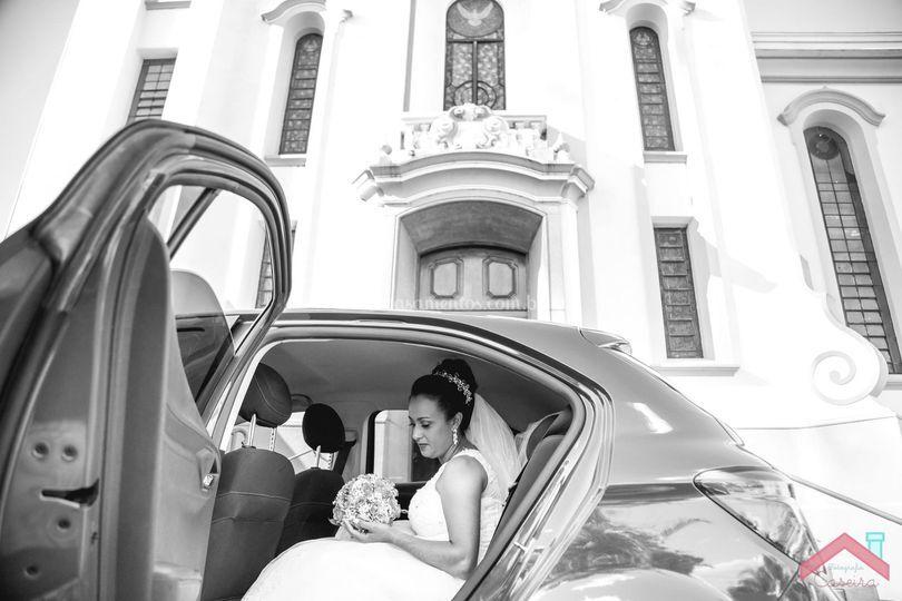 Noiva saindo do carro