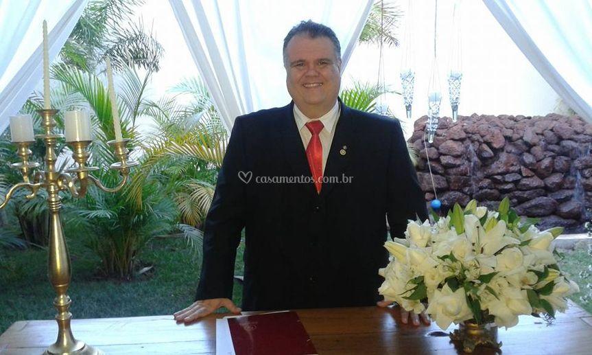 Celebrante Sandro Sampaio