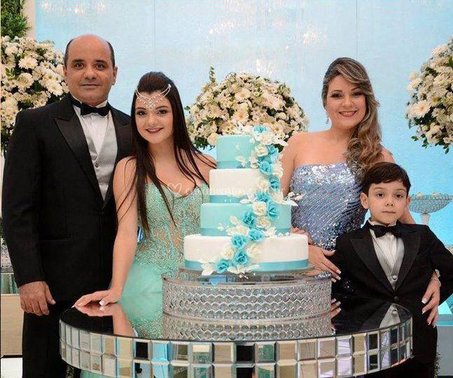 15 anos família mesa do bolo