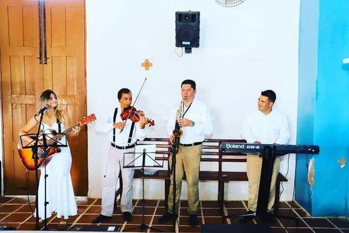 Voz e violão, violino, sax