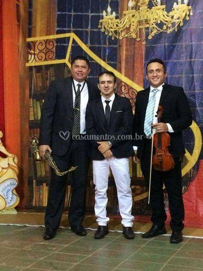 Sax, teclado e violino