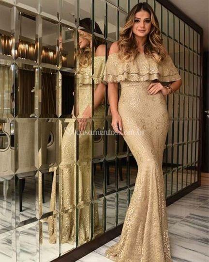 Vestidos com renda dourada