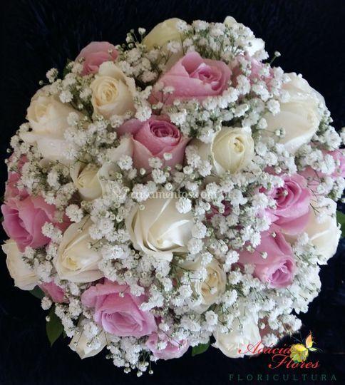 Buquê de Rosas Brancas e Rosa