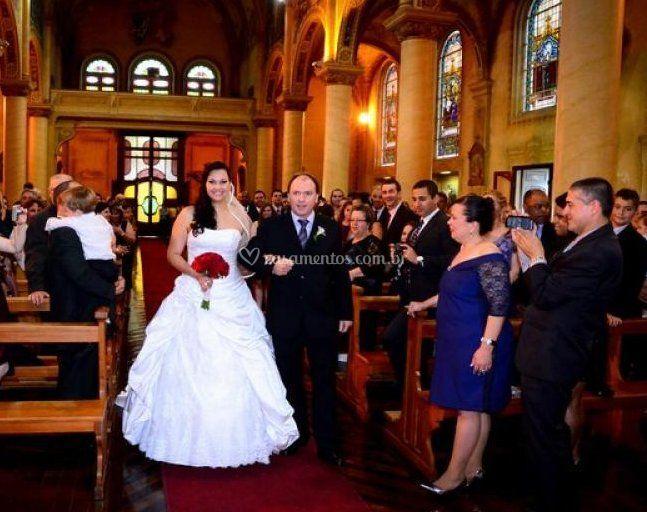 Noiva entrando na igreja