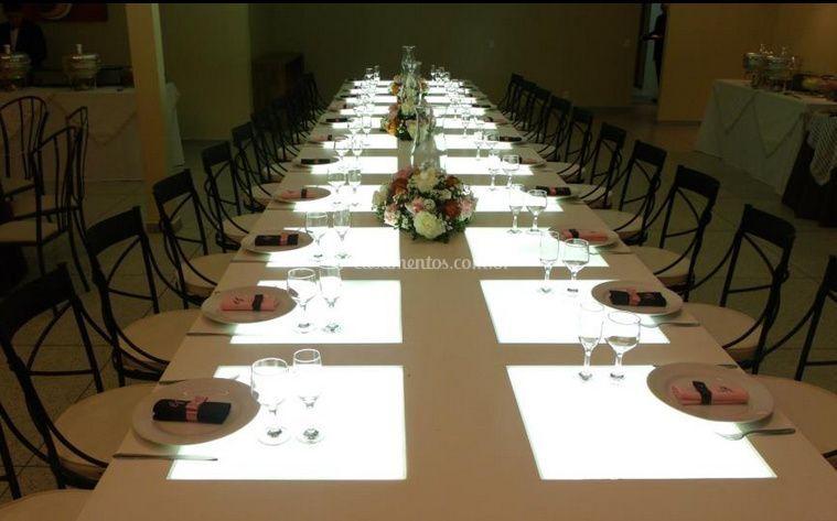 Jantar com mesa posta