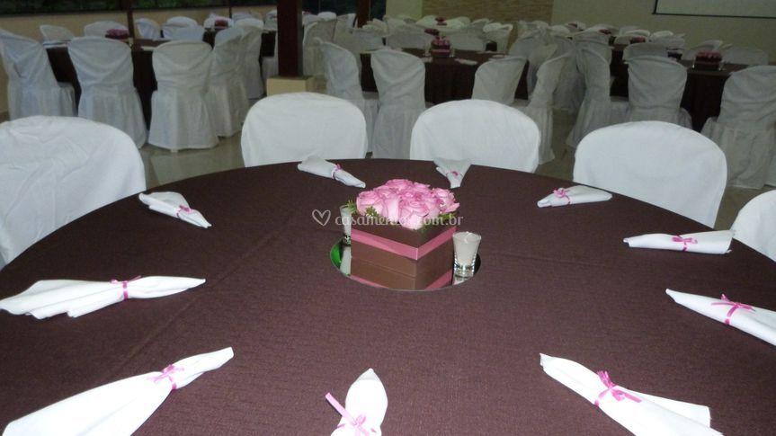 Decoração marrom e rosa