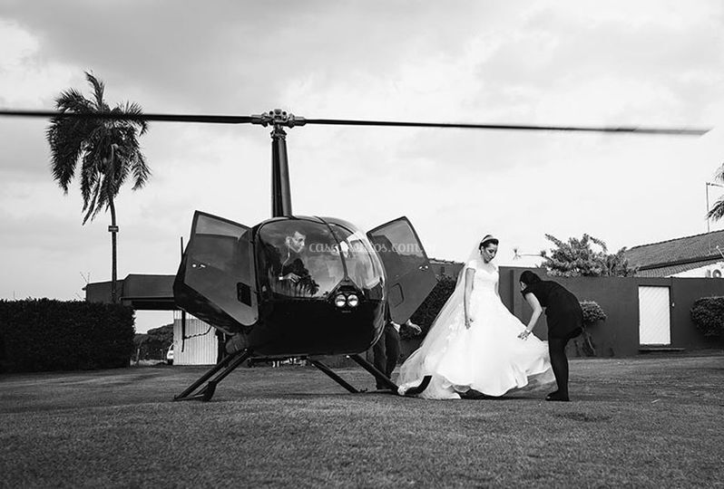 Chegando de helicóptero