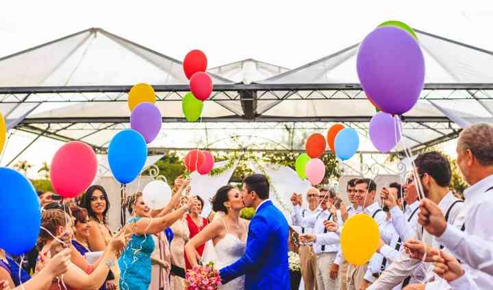 Casamento no campo com balões