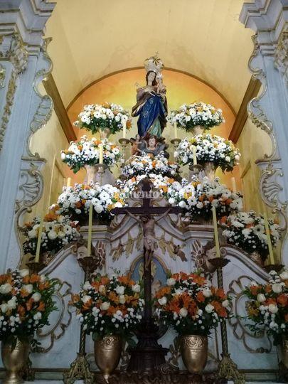 Igreja decorada para cerimonia