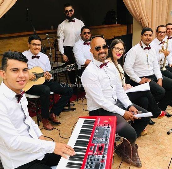 Formação com 9 músicos