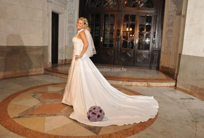 O vestido da noiva e buquê