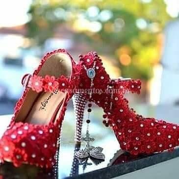Sapato de flor com  strass
