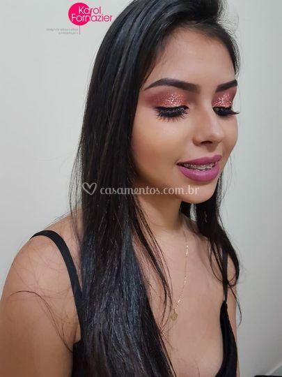 Maquiagem Glam, porém delicada