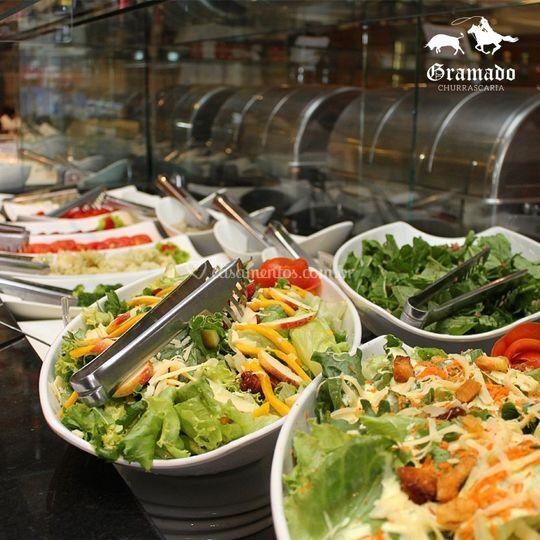 Buffet com saladas