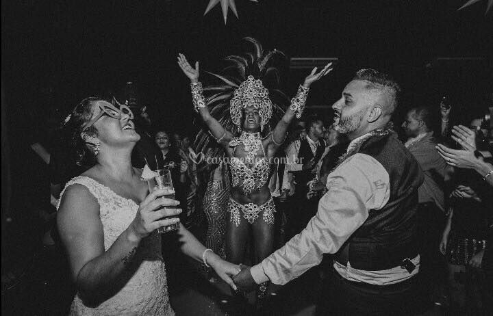 Casal com Escola de Samba