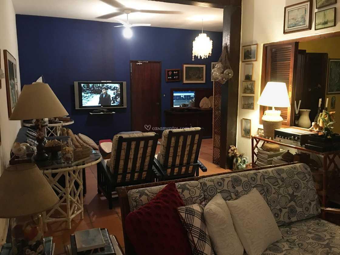 Som Para Sala De Estar A Caixa De Som Soloc Da Microlab Uma Caixa  -> Sala De Tv E Som