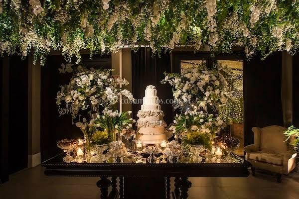 Mesa de doces/flores suspensas