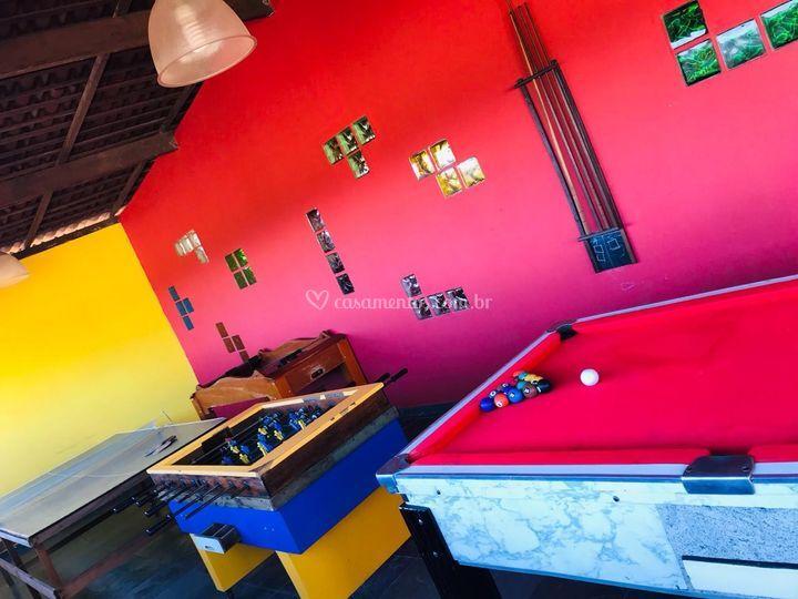 Salão de jogos, com 5 mesas