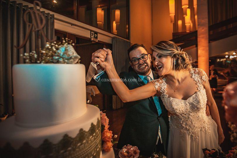 Cortando o bolo com estilo