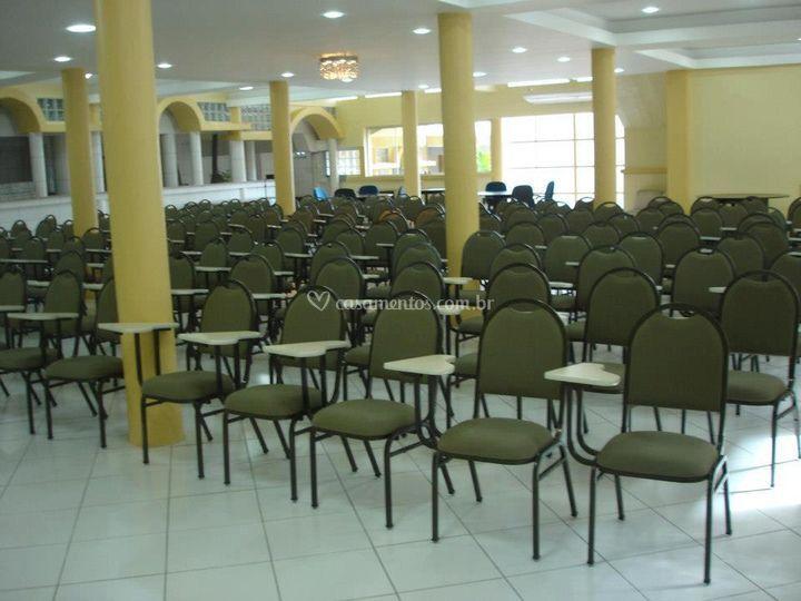 Salão organizado para um reunião