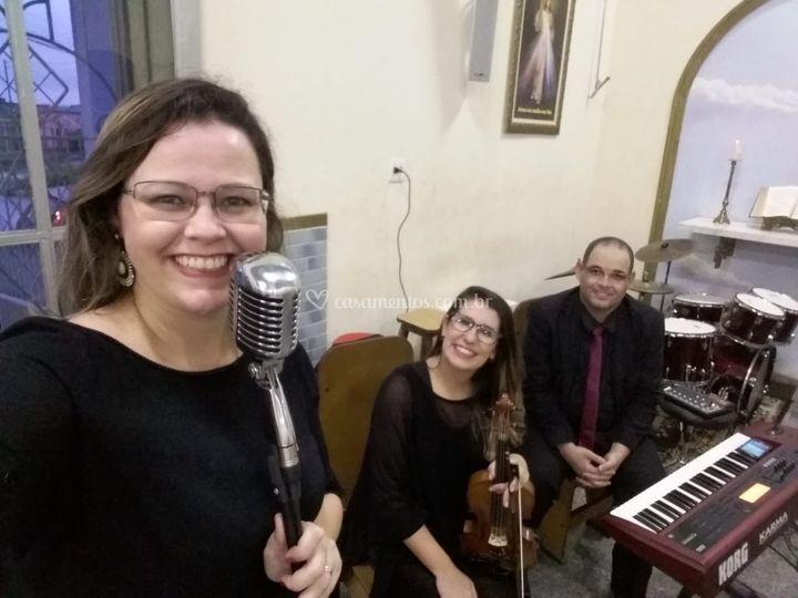 Voz, violino e teclado
