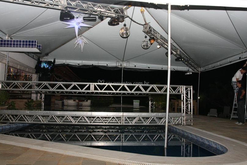 Pista na piscina de elite som ilumina o e imagem foto 13 for Iluminacao na piscina e perigoso