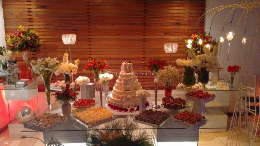Mesa bolo Vermelha e Branca